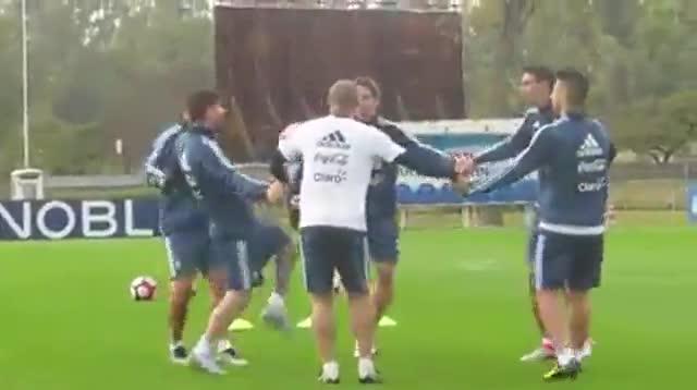 As� fue el �ltimo entrenamiento de Mascherano con Argentina