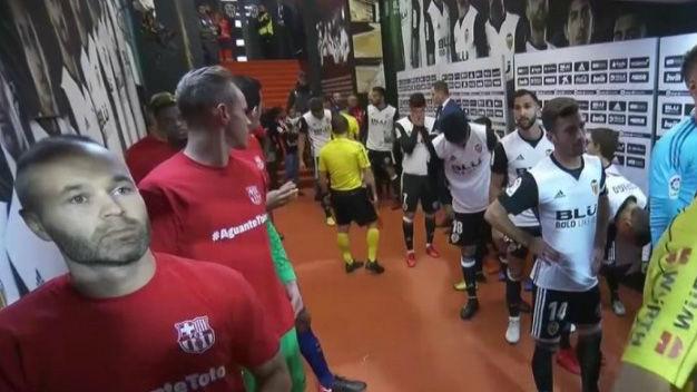 LALIGA | Valencia - FC Barcelona (1-1): El gesto de los jugadores del Barça con Berizzo