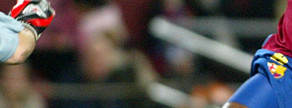 Eto'o abre el marcador, el veinte de noviembre de 2004, tras aprovechar un garrafal error de Roberto Carlos. El Barça acabó ganando por 3-0