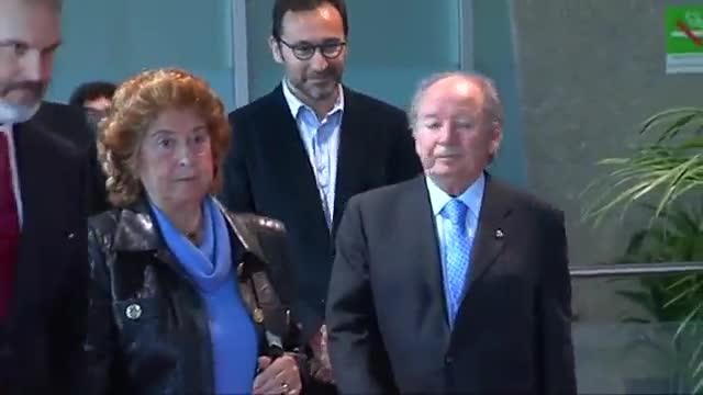 Los expresidentes del Barça Núñez y Carrasco acuden al Camp Nou a dar el último adiós a Johan Cruyff
