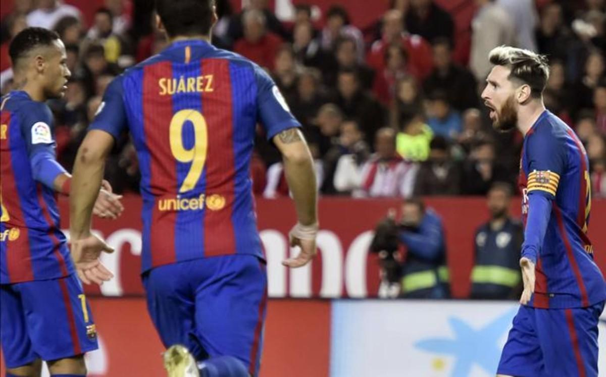 Messi resucita al Barça en el Sánchez Pizjuán