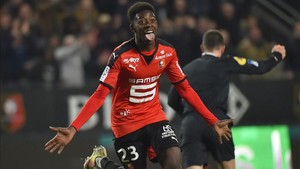 Ousmane Dembélé celebrando un tanto durante su etapa en Rennes