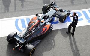 Alonso, en la pista del Circuit de Barcelona