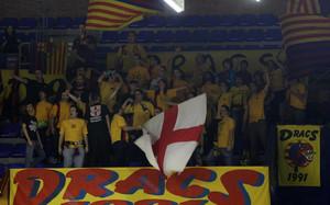 Los Dracs 1991 nunca dejan de animar en el Palau Blaugrana