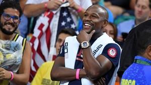 Floyd Mayweather durante un partido de soccer de USA