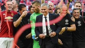 Mourinho ya alzó la Community Shield a principios de temporada