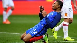 Mbappé, lamentando una ocasión durante el Francia-España
