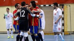 España no tuvo problemas para dar buena cuenta de los serbios