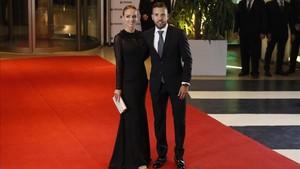 Jordi Alba, junto a su pareja Romarey Ventura en la boda de Messi