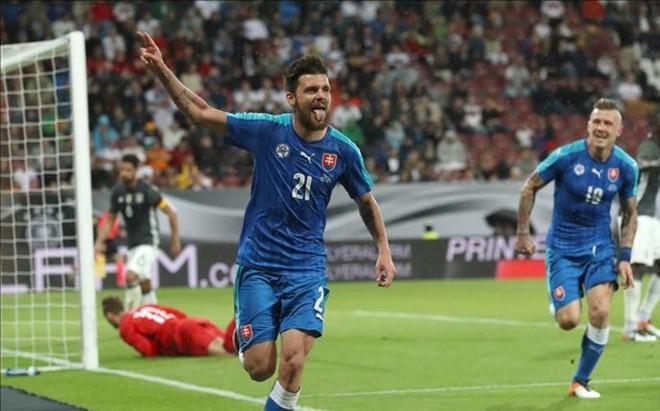 Duris marc� el segundo gol de Eslovaquia antes del descanso