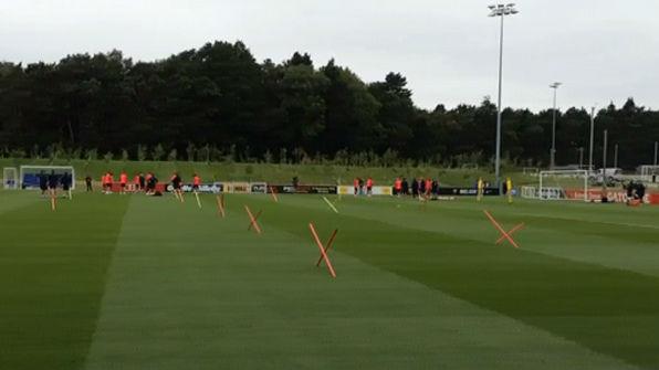 El entrenamiento del Bar�a este jueves en Saint George's Park con las ausencia de J�r�my Mathieu y Mart�n Montoya