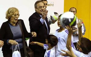 Florentino Pérez, en un acto con unos niños