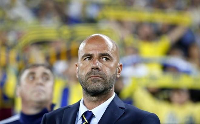 Peter Bosz es el nuevo entrenador del Ajax
