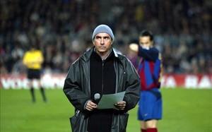Lluís Llach, en un acto en el Camp Nou en 2003, en el que glosó a Martí i Pol