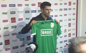Valdés, posando con la camiseta de su nuevo equipo