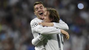 Mateo Kovaci y Luka Modric celebrando un gol del Real Madrid