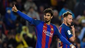 André Gomes recibió el apoyo del Camp Nou ante Osasuna
