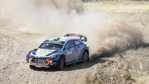 Hayden Paddon, líder del Rally de Cerdeña tras la primera etapa