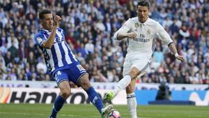 Feddal y Cristiano Ronaldo durante el Alavés-Real Madrid de la Liga 2016/17