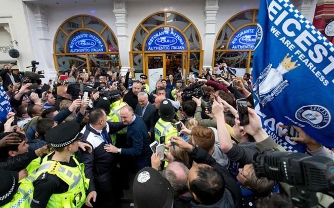 La afici�n del Leicester sigue celebrando la haza�a