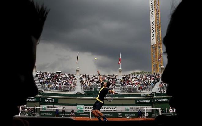 David Ferrer se impuso en un partido que la lluvia interrumpi� durante tres horas y media