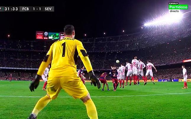 Messi empat� con una obra de arte en forma de falta... �y ya van tres al Sevilla esta temporada!