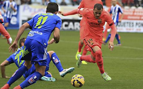 Sandro Ramirez, autor del primer gol, pelea un bal�n ante la Ponferradina