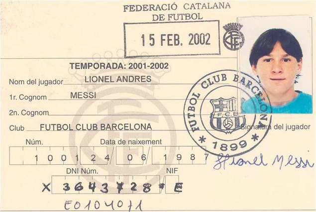 La primera ficha de Messi como futbolista del FC Barcelona Archivo