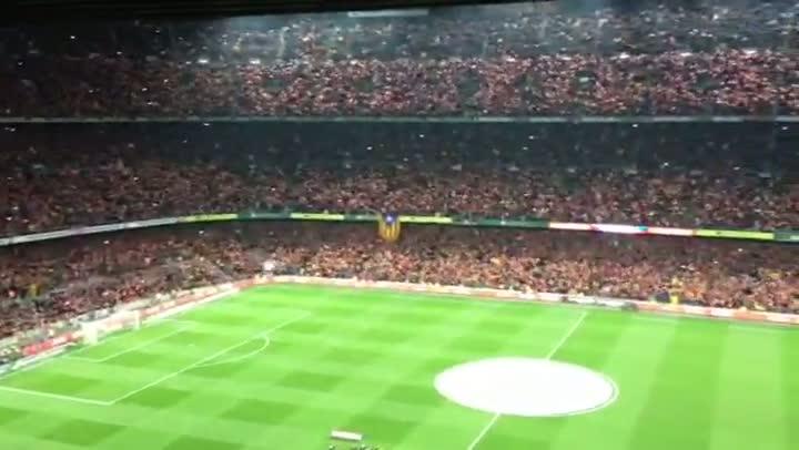 Impresionante vídeo del Camp Nou cantando el himno a capella