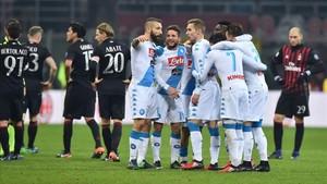 Los jugadores del Nápoles celebraron su triunfo en San Siro