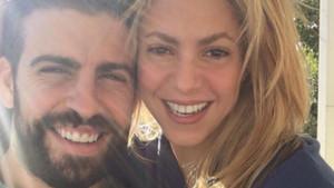 Piqué, junto a su pareja Shakira en una foto de archivo