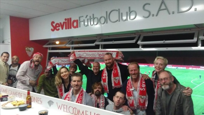 Los actores de Juego de Tronos con el Sevilla