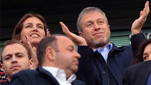 Abramovich, junto a Zhúkova en Stamford Bridge