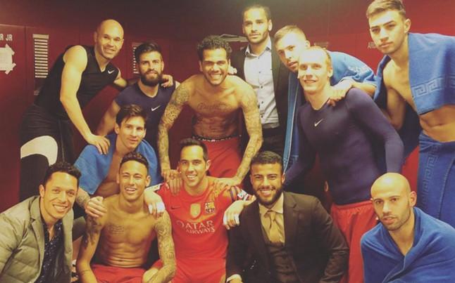 Los jugadores celebraron el triunfo en el vestuario