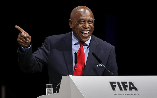 Tokyo Sexwale se retira antes de las elecciones en la FIFA