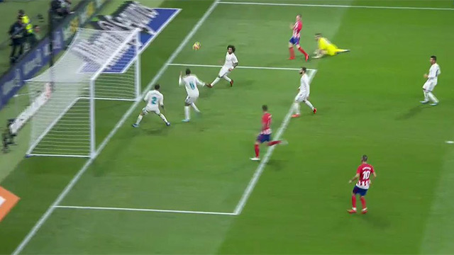Varane evitó la debacle del Madrid bajo palos (ES)
