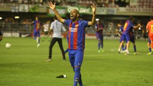 La euforia de Fali, jugador del filial, tras consumarse el ascenso