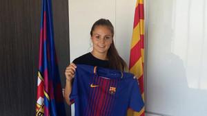 Una imagen de Lieke Martens el día que fue presentada como nueva jugadora del FC Barcelona femenino