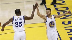 Durant y Curry lideran a unos Warriors, claros favoritos a repetir título