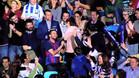 Un aficionado del Barça pidió matrimonio a su novia en el Gran Canaria Arena