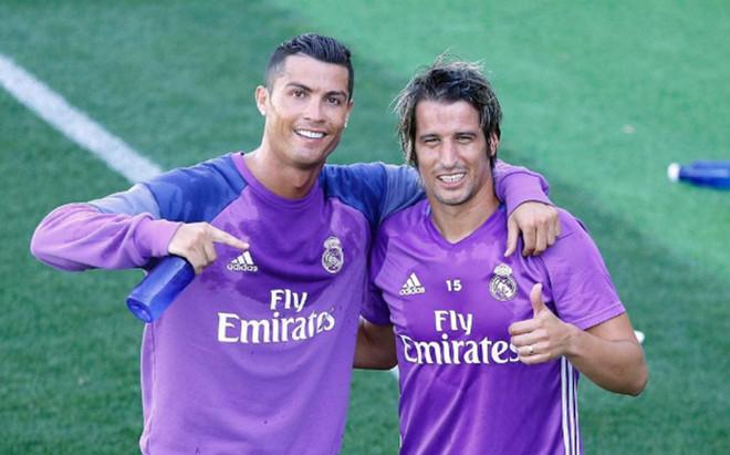 Cristiano Ronaldo y Coentrao, despu�s del entrenamiento
