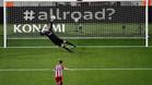 Jasper Cillessen y Kevin Gameiro en el lanzamiento del penalti del Barça-Atlético en las semifinales de la Copa del Rey 2016/17
