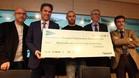 Javier Mascherano, en la ceremonia de entrega del cheque con la recaudaci�n obtenida por el libro solidario 'Relatos Solidarios del Deporte'