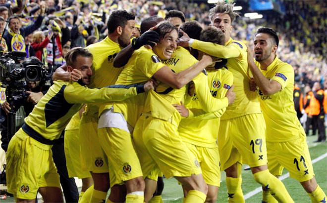 Los jugadores del Villarreal festejaron a lo grande el gol de Adri�n L�pez