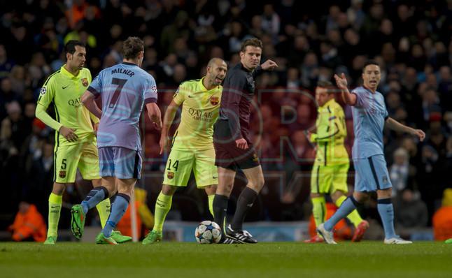 صور : مباراة مانشستر سيتي - برشلونة 1-2 ( 24-02-2015 )  1424816282213