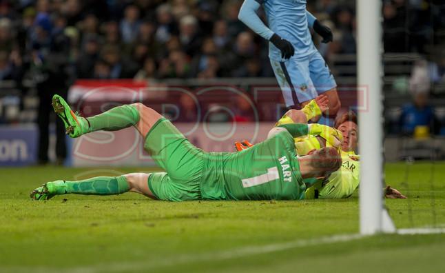 صور : مباراة مانشستر سيتي - برشلونة 1-2 ( 24-02-2015 )  1424816381813
