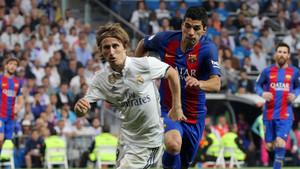 Barça y Madrid prolongan el pulso por la Liga tras el Clásico