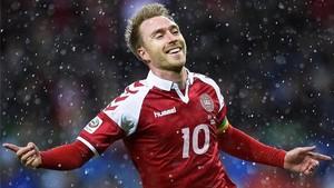 Eriksen, celebrando su gol