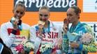 Ona carbonell, a la izquierda, junto a Svetlana Kolesnichenko (oro) y Anna Voloshina (bronce)