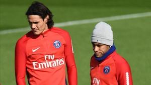 Cavani, junto a Neymar en el entrenamiento del PSG de este jueves